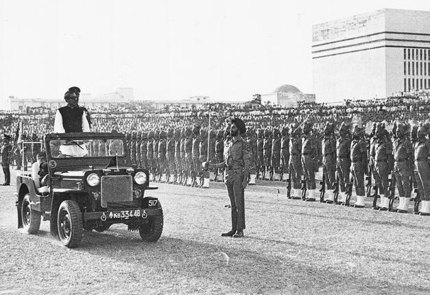 বঙ্গবন্ধু বিদায় দিচ্ছেন ভারতীয় সেনাবাহিনীকে মার্চ, ১৯৭২